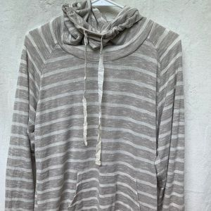 .・゜゜・Gray and White Stripe Sweatshirt .・゜゜・